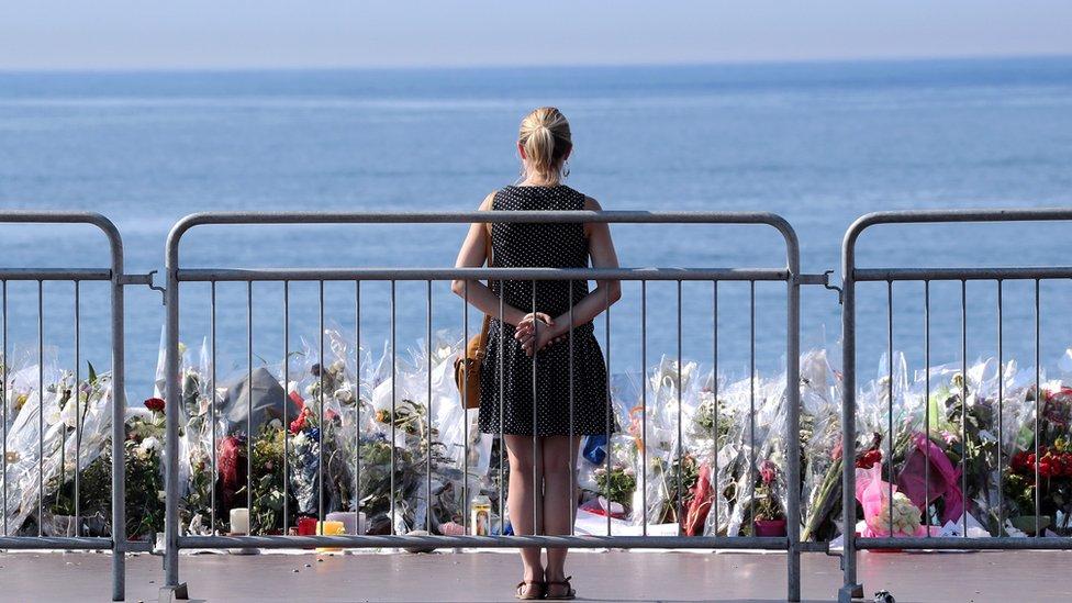 Tributo a las personas que murieron en Niza en 2016.