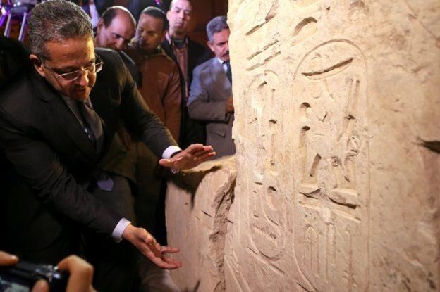 وزير الآثار المصري