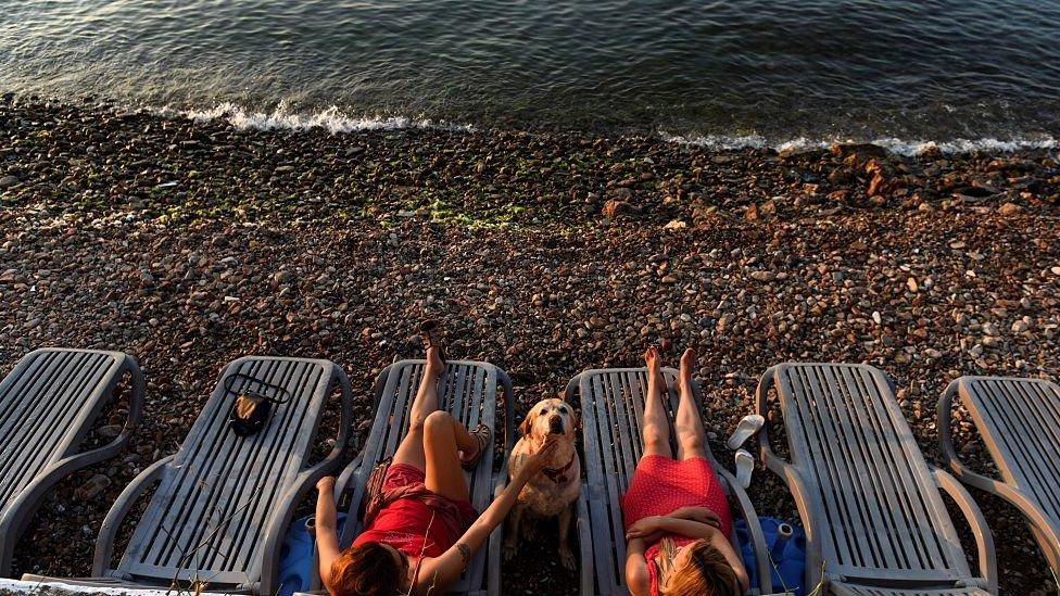 Turistas en una playa de Turquía.