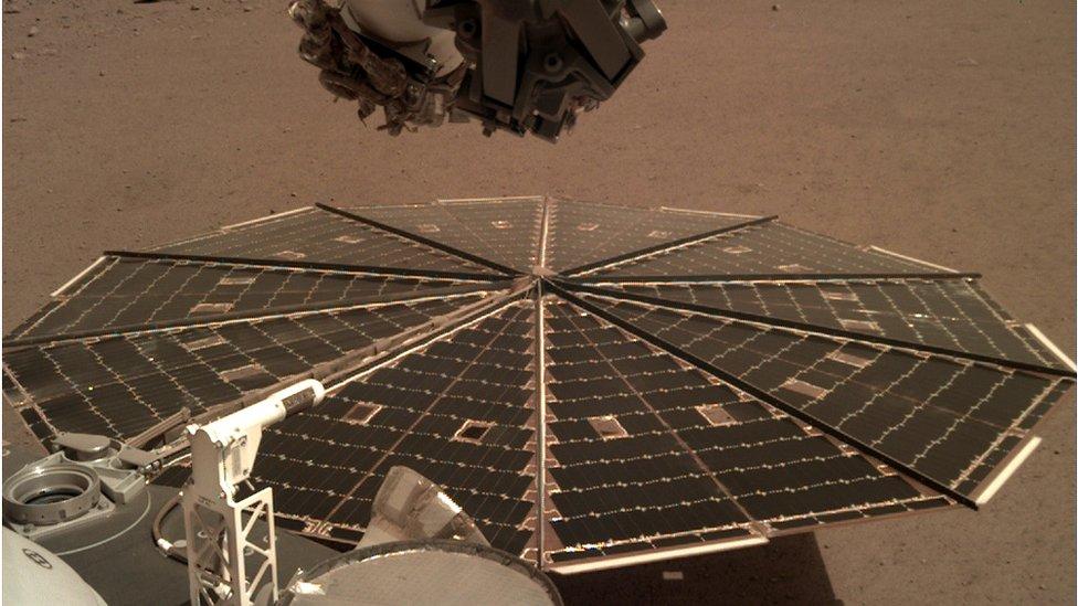 Nasa's InSight probe listens to Martian winds