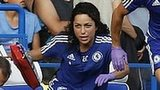 Eva Carneiro and Jon Fearn about to enter the pitch to treat Eden Hazard