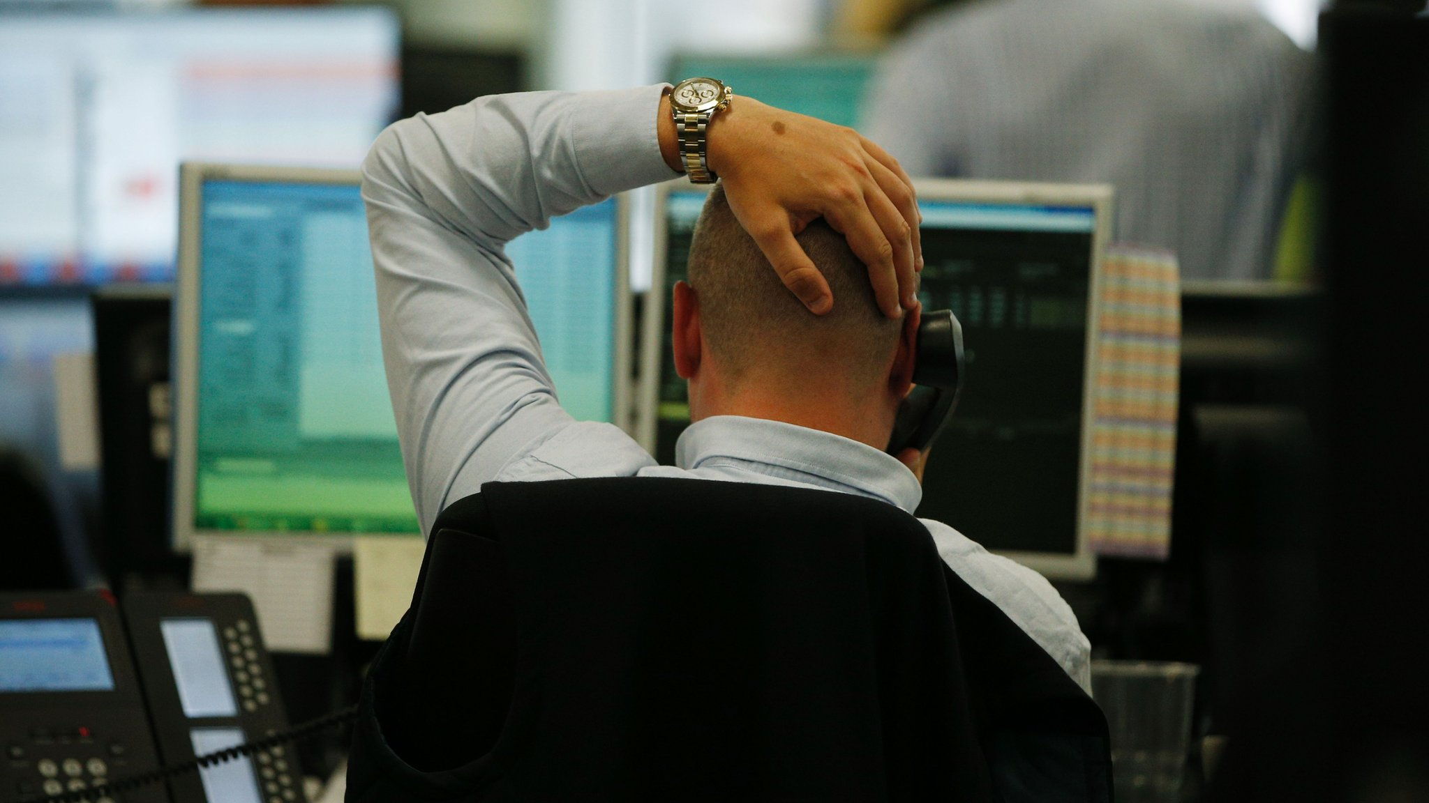 Pound falls further in Asian trading on Monday