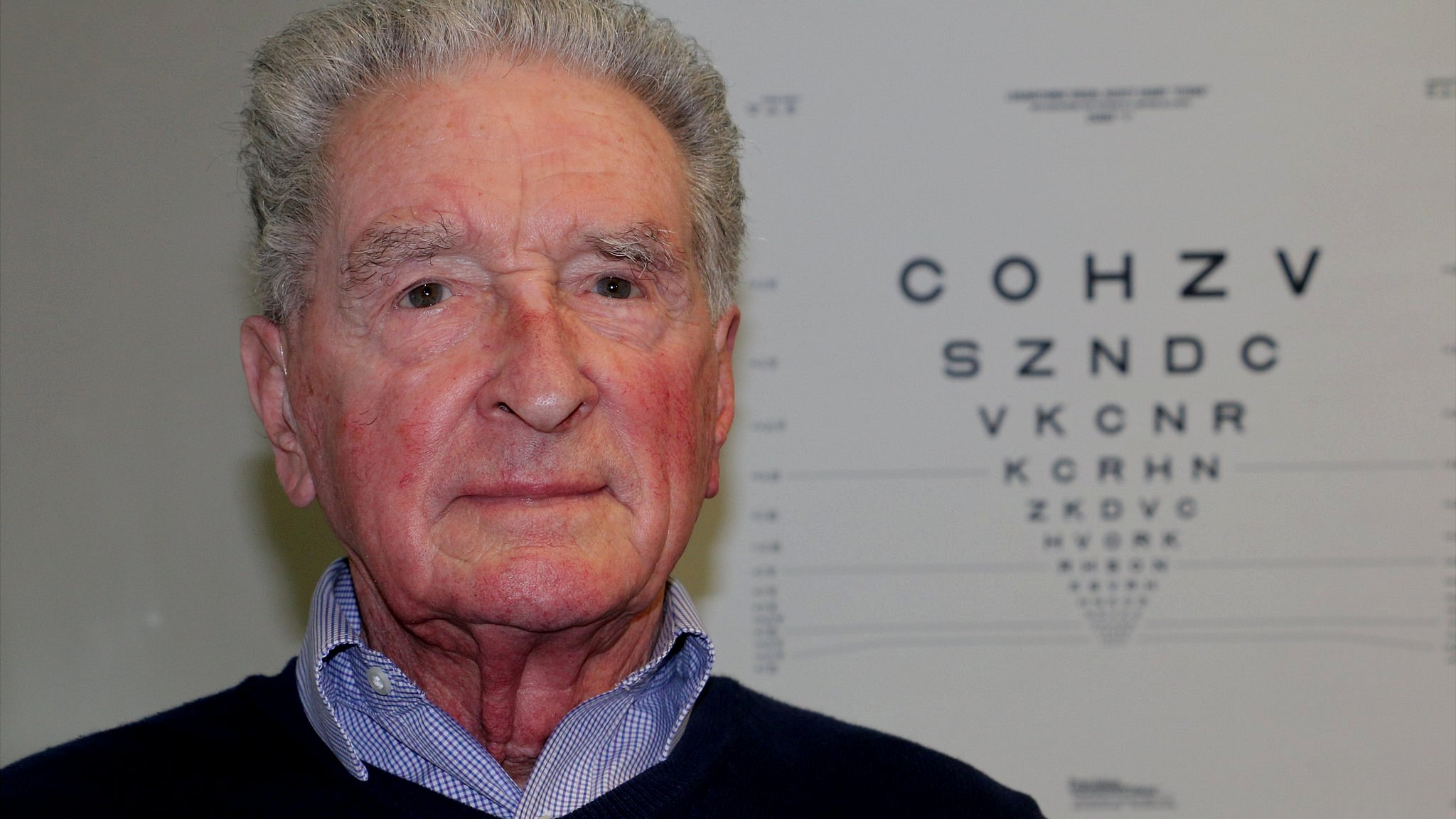 Macular degeneration: 'I've been given my sight back'