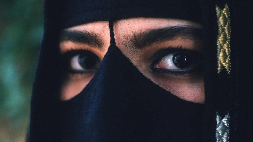সৌদি নারী সালওয়ার কাহিনী: