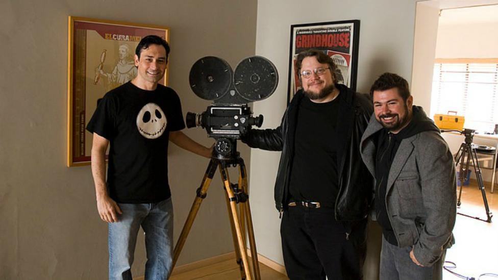 Guillermo del Toro (centro) con otro cineasta mexicano, Rodolfo Guzmán (derecha). (Foto: Rodolfo Guzmán)