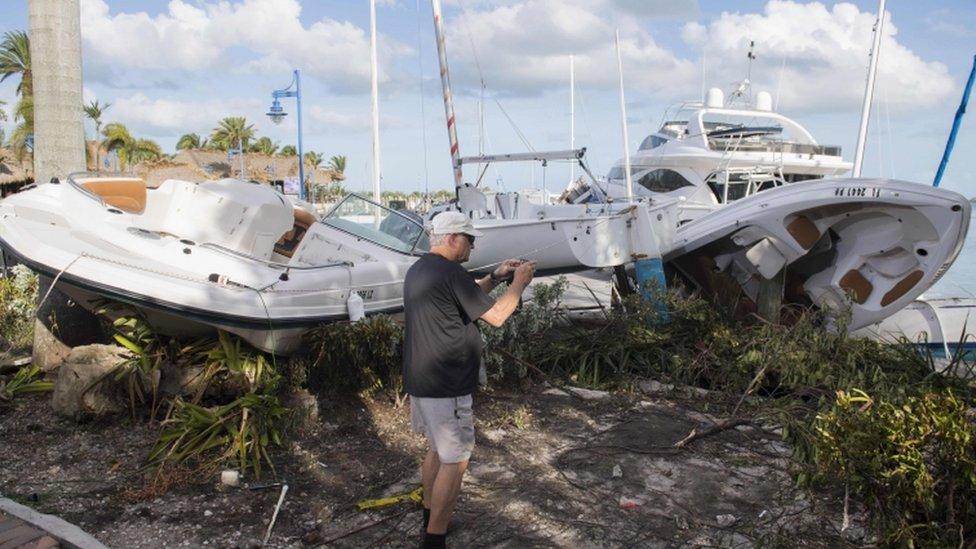 Barcos arrojados a tierra en Miami.