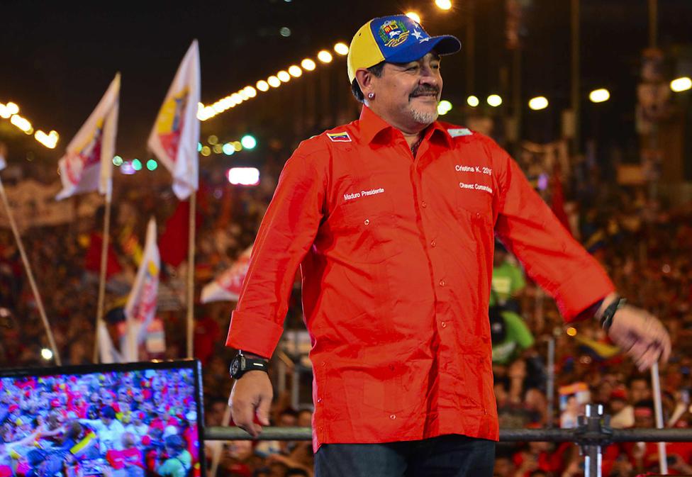 Maradona ha declarado en varias oportunidades su simpatía por las revoluciones de Cuba y Venezuela, como lo mostró con su apoyo a la campaña de Nicolás Maduro en 2013.