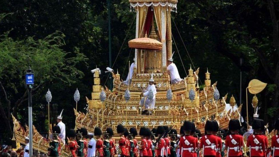 مراسم حرق جثة ملك تايلاند بوميبول أدولياديج