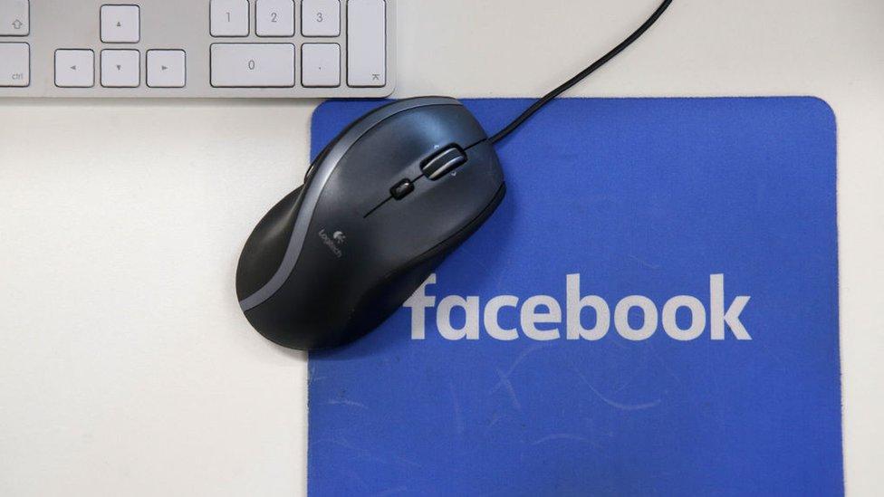 Almohadilla para el ratón de Facebook.