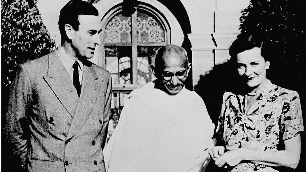Mahatma Gandhi with the Viceroy of India and his wife at their home in New Delhi.