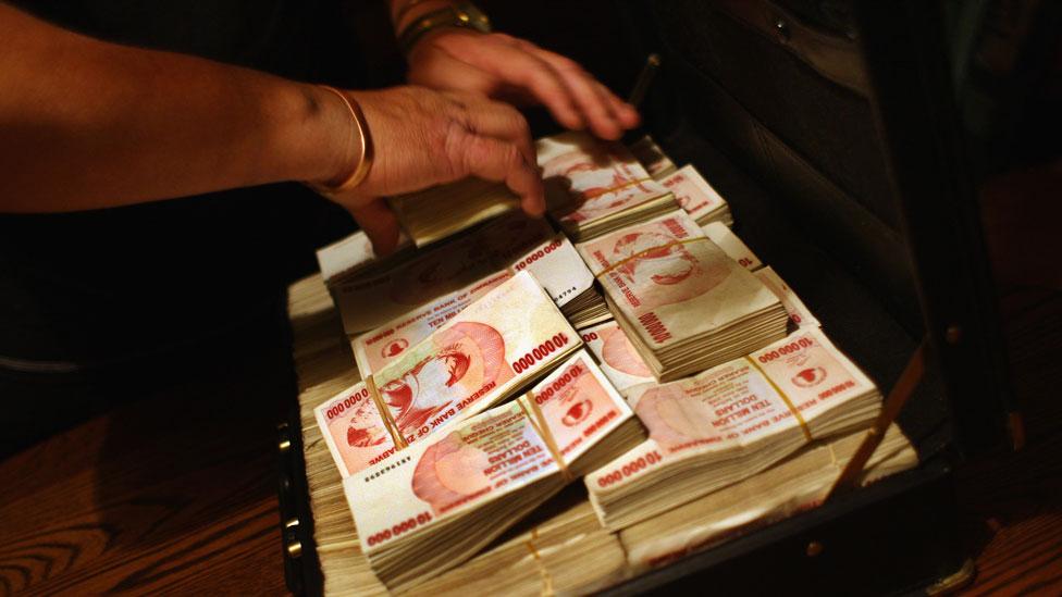 Billetes del antiguo dólar zimbabuense