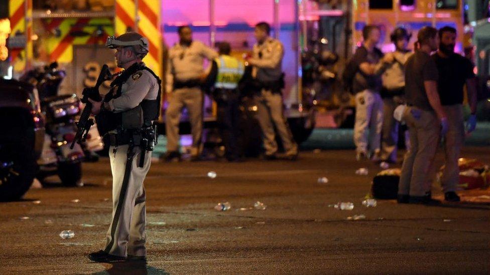 Policía en el lugar del ataque en Las Vegas.