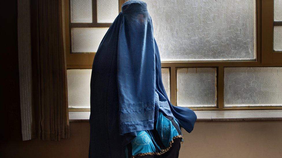افغانستان کې پر طلاق شویو ښځو څه تېرېږي؟
