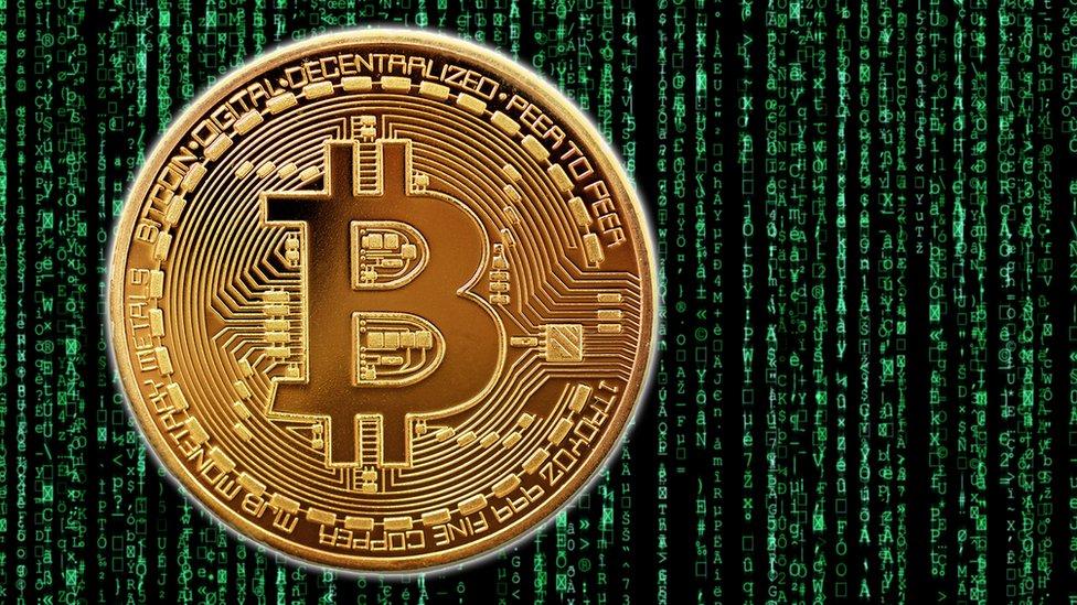 El Bitcoin sigue siendo la criptomoneda más popular. Cada bitcoin vale alrededor de US$13.580.