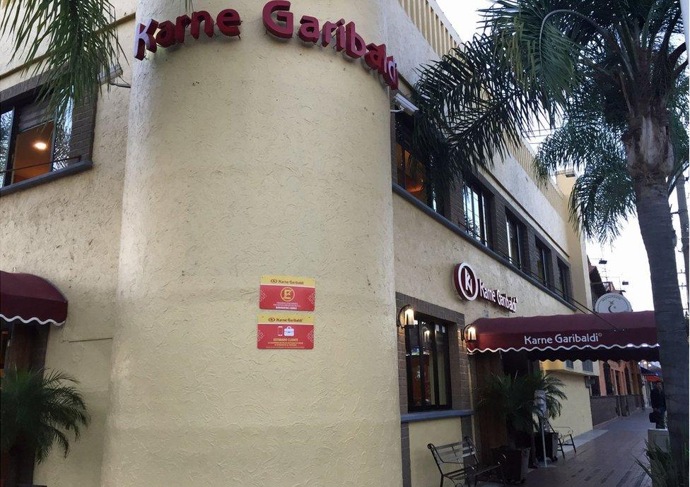 Restaurante Karne Garibaldi en Santa Tere, Guadalajara, México.