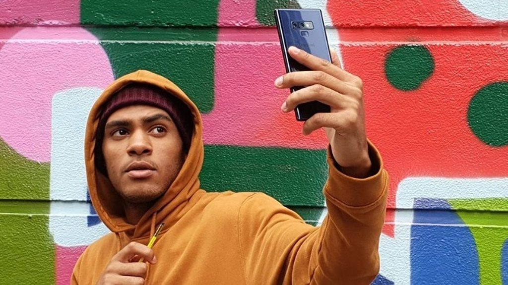 Galaxy Note 9's stylus doubles as a selfie stick