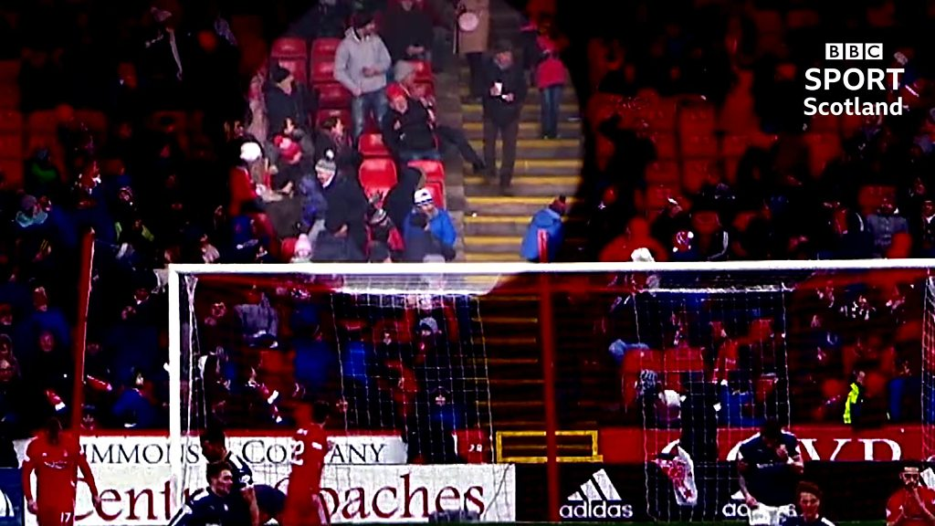 Watch: Some nifty footwork in the Pittodrie crowd saves a fan's snack and drink