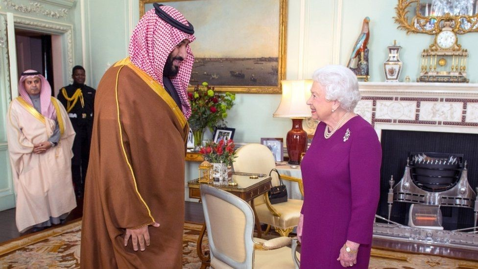 ولي العهد السعودي التقى بالملكة إليزابيث الثانية