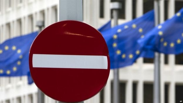 EU referendum: UUP's Mike Nesbitt calls for Arlene Foster 'clarification' on NI future