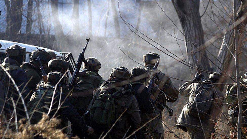 پلواما میں آٹھ شہریوں کی ہلاکت پر سوگ