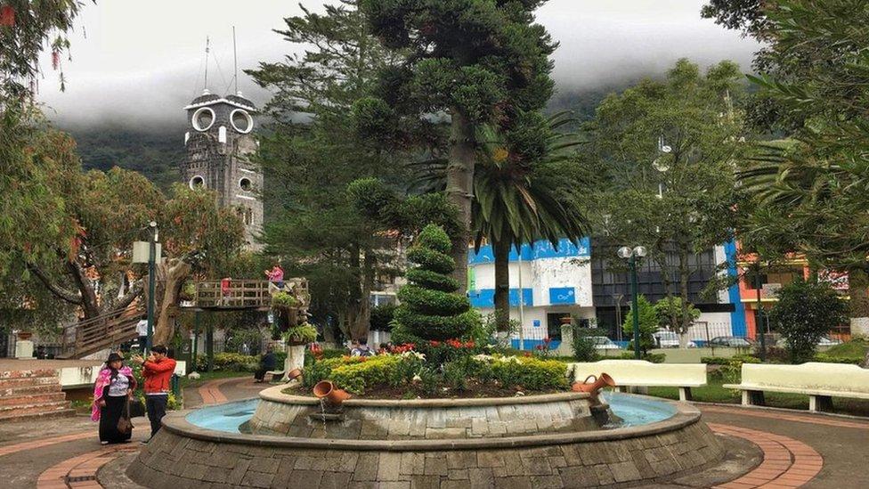 Carlos Sánchez vigila el volcán Tungurahua y da aviso de actividad para proteger a los habitantes de Baños, en el centro de Ecuador. (Foto: Eliot Stein)