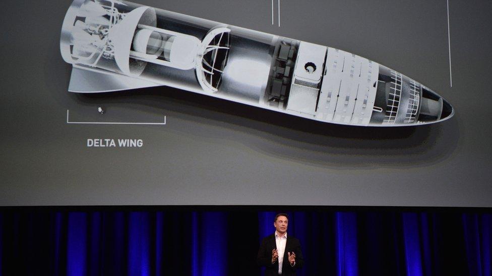 Elon Musk presentó los avances de su proyecto de transporte espacial en Adelaide, Australia.