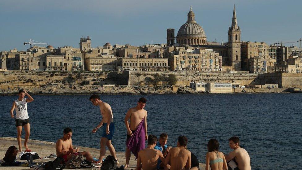 La República de Malta es un archipiélago ubicado en el sur de Europa, debajo de Sicilia y frente a Libia. Lo componen tres islas: Malta, Gozo y Comino.
