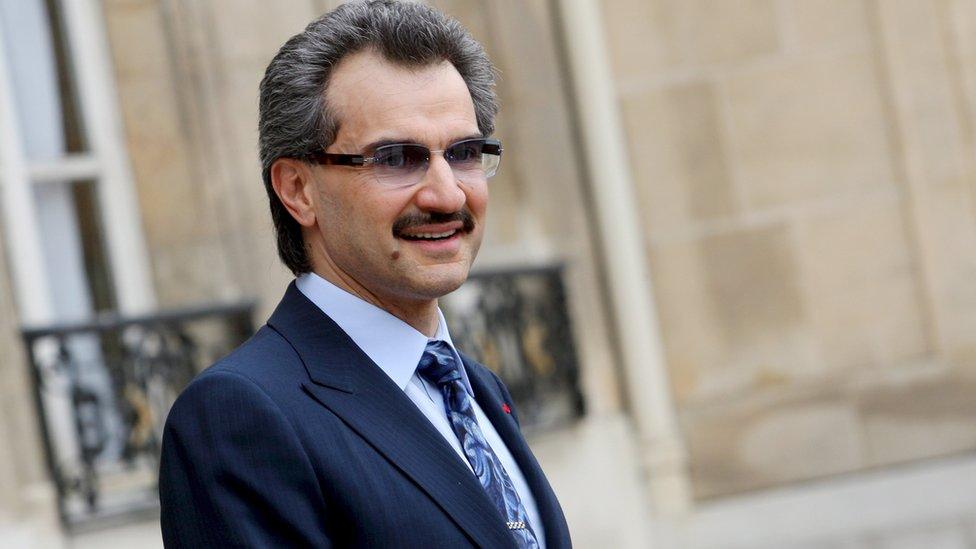 """من بين """"معتقلي الريتز"""" الأمير الوليد بن طلال بن عبد العزيز آل سعود ، الذي يعد أحد أكبر المستثمرين في العالم."""