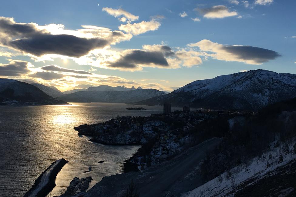 Tysfjord, con Kopsvjik en la derecha.