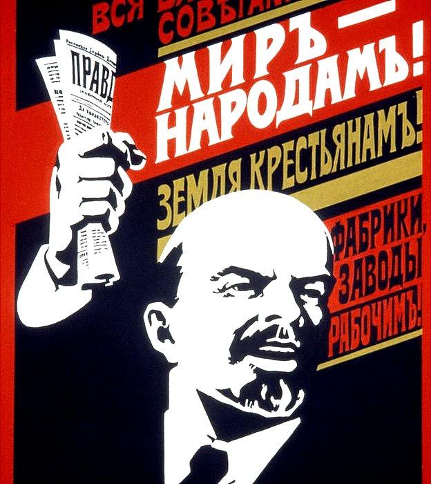 """Poster con propaganda soviética de los años 20: """"¡Todo el poder para los soviéticos! ¡Paz para el pueblo! ¡Fábricas y molinos para los trabajadores!"""". Lenin empuñando el diario Pravda... ¿financiado por Alemania?"""