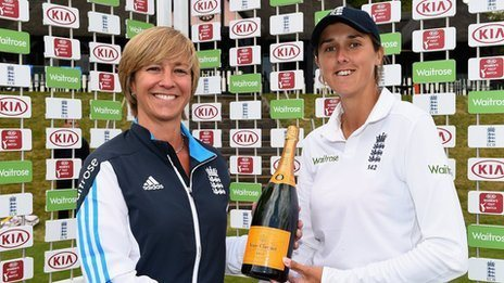 Clare Connor presents Jenny Gunn with a player of the match award