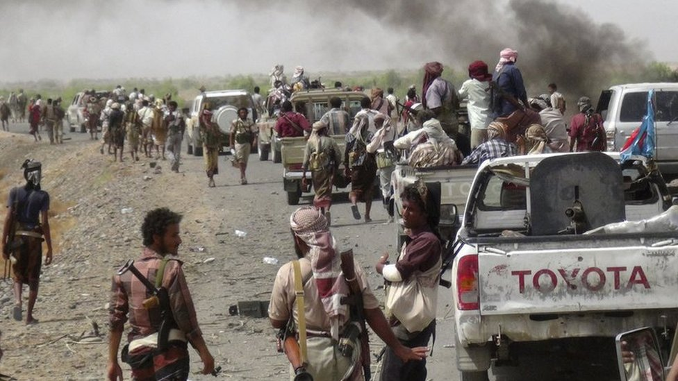 Pro-government forces in Yemen recapture the country's largest airbase after a fierce battle with Houthi rebels, a spokesman tells the BBC.