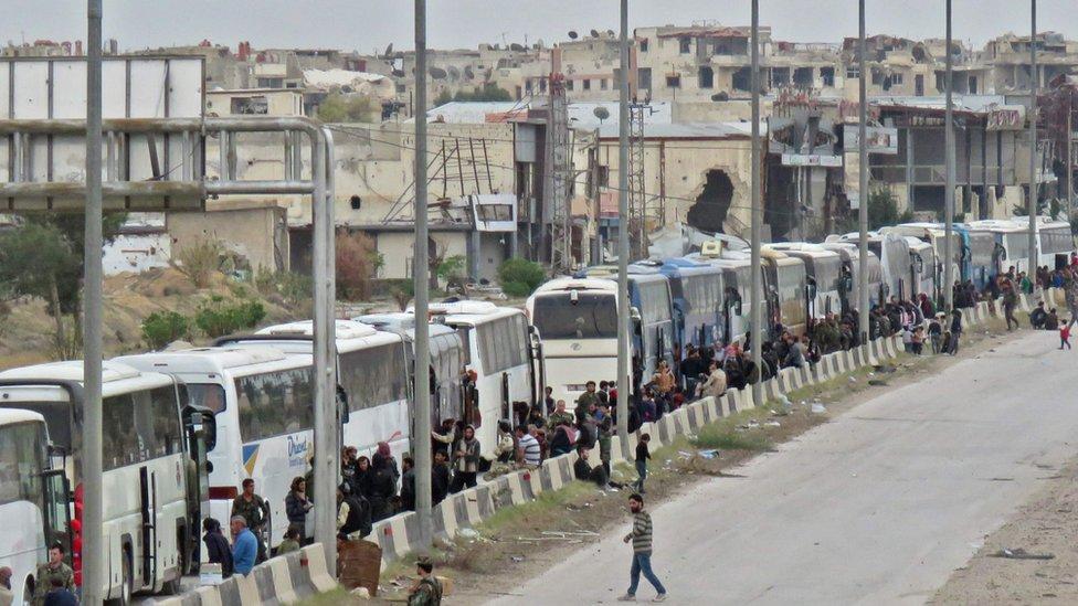 """جماعة """"فيلق الرحمن"""" توافق على الانسحاب من الغوطة الشرقية"""
