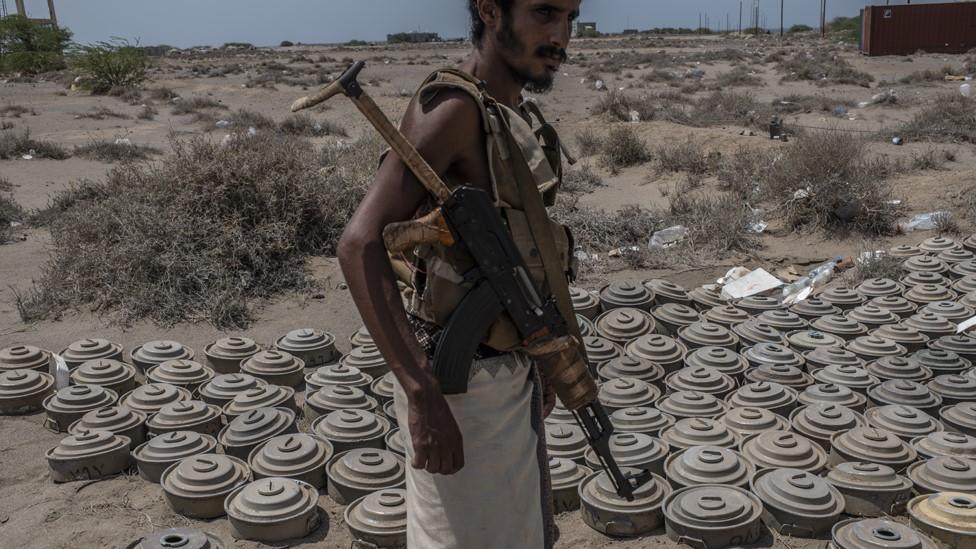 Yemen war: Accidental blast kills foreign demining experts