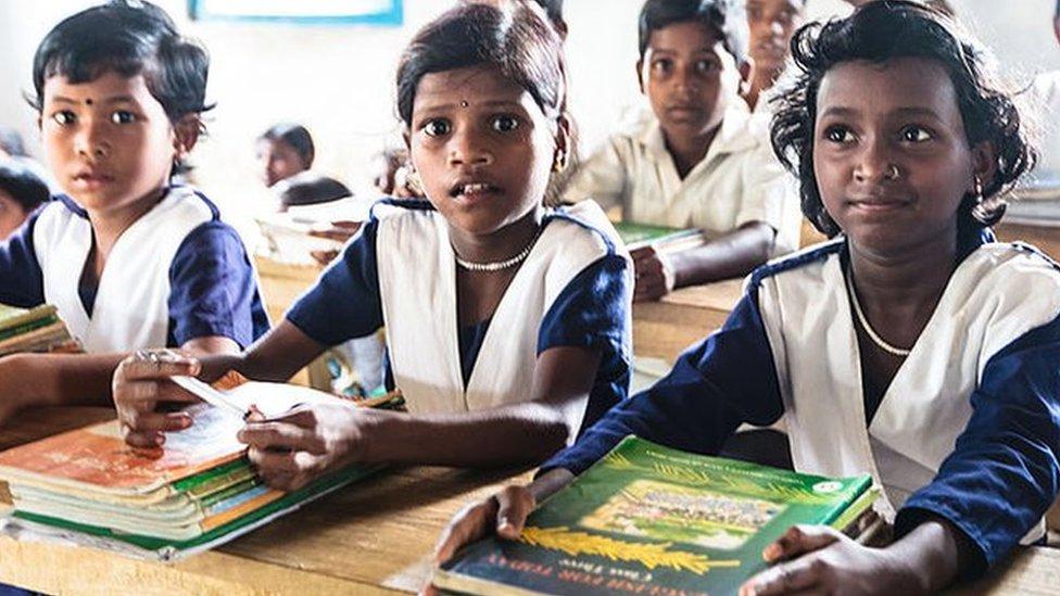 প্রাথমিক বিদ্যালয়ে শিক্ষকদের দৈনিক সোয়া ৭ ঘণ্টা অবস্থান নিশ্চিতের নির্দেশনা