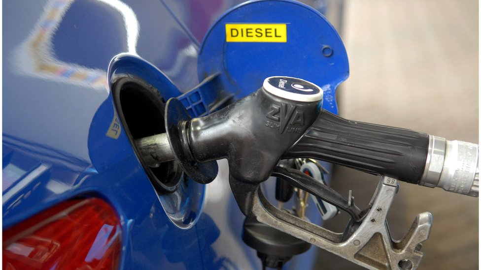 La red de gasolineras es mucho más grande que la de estaciones de recarga de vehículos eléctricos.