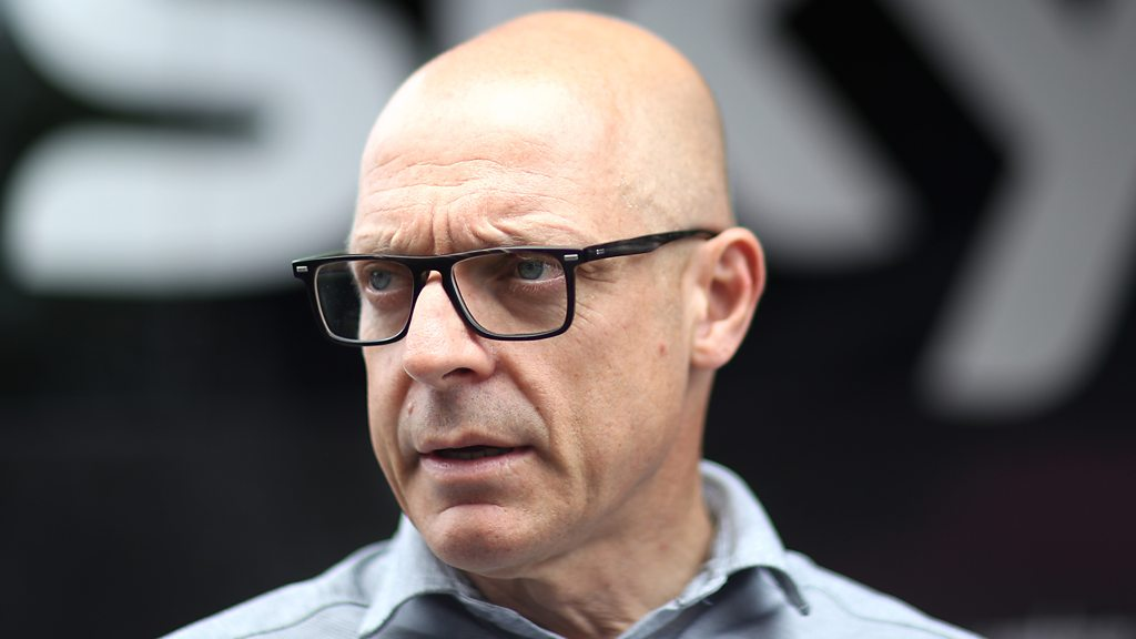 Team Sky's Dave Brailsford says he let himself down following an exchange with a reporter
