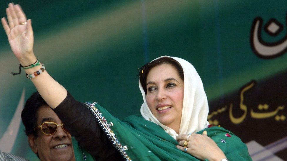 رئيسة الوزراء الباكستانية الراحلة بينظير بوتو