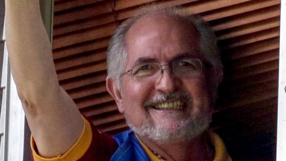 Venezuela crisis: Caracas Mayor Antonio Ledezma flees country