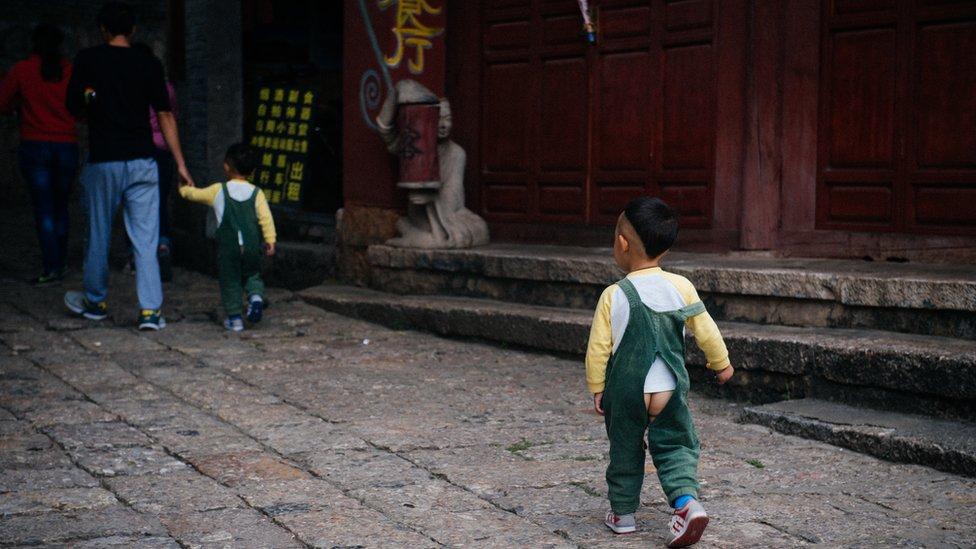El pantalón abierto para niños en China pierde espacio frente a los pañales y genera debate | Foto: Bruno Maestrini