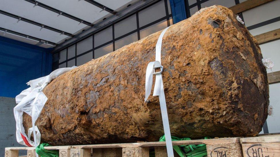 قنبلة بريطانية تزن 1800 كيلوغراما، تعود للحرب العالمية الثانية