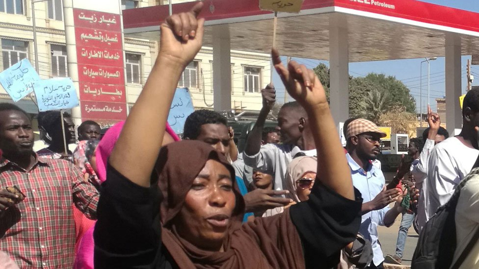 Zeinab Mohammed Salih: 'We're not cleaners' - sexism amid Sudan protests