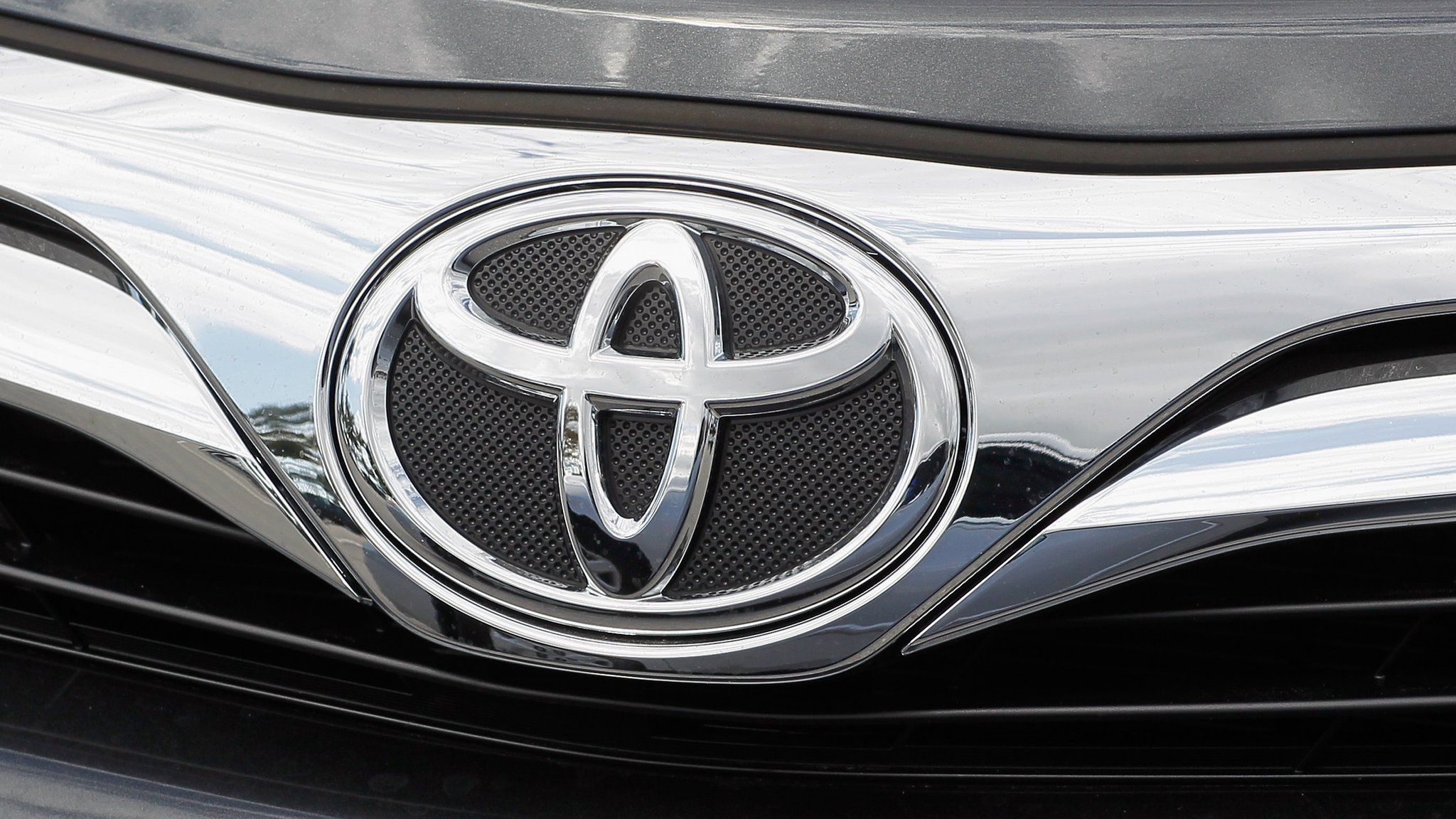 Japanese carmaker Toyota reports a 10% increase in profit, helped by the weak yen and cost cuts.