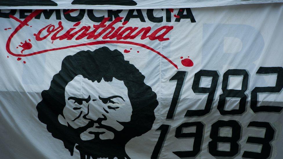Pancarta con la imagen de Sócrates