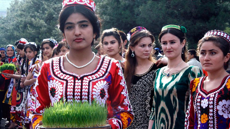 د عکسونو البوم: د تاجکستان کولاب سیمه کې د نوروز جشن