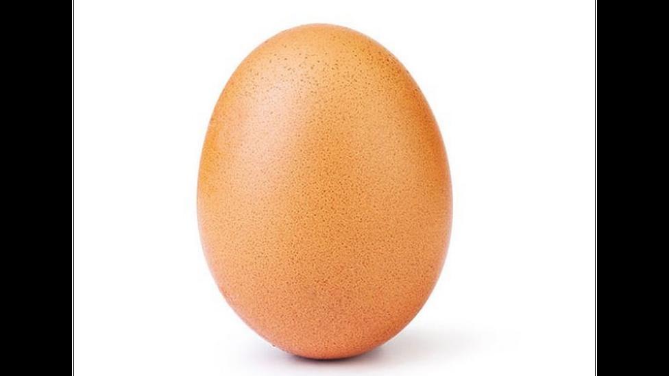 """Яйцо треснуло. В """"Инстаграм""""-аккаунте с рекордным числом лайков появилось второе фото"""