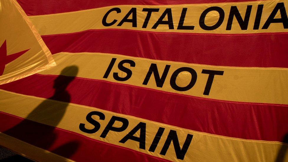 زعماء كتالونيا يرفضون خطة مدريد لفرض الحكم المباشر
