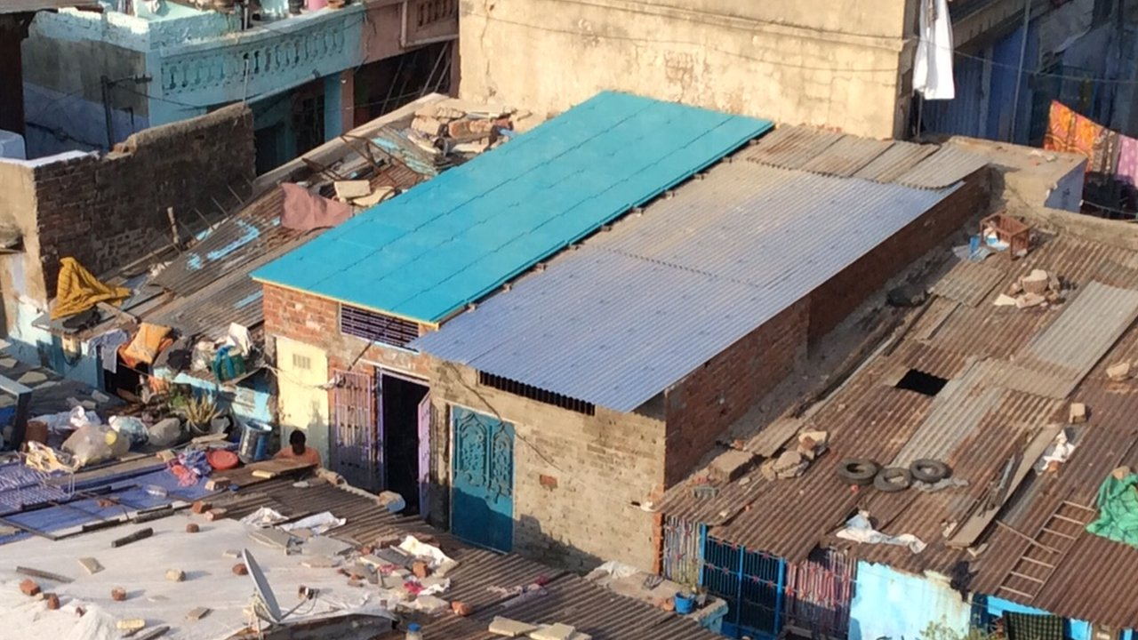 How recycled roofs are transforming homes in slums