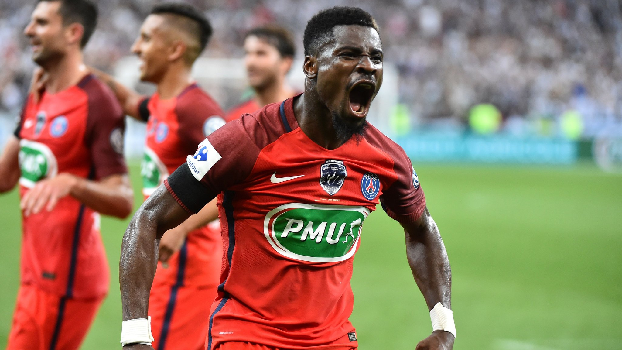 Gossip: Chelsea and Man Utd want PSG's Aurier