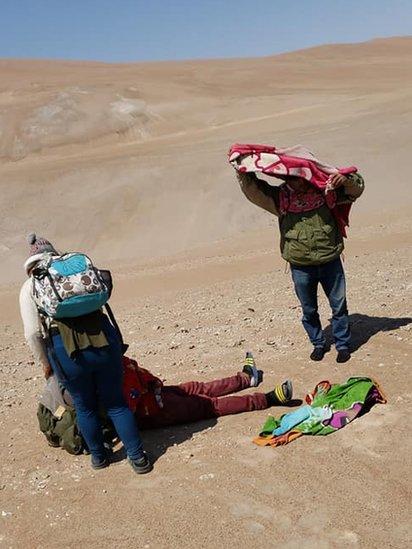 Migrantes en el desierto